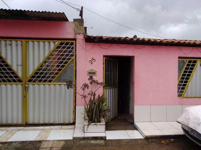 Vendo uma casa com 2 quartos sala cozinha banheiro garagem para dóis carro