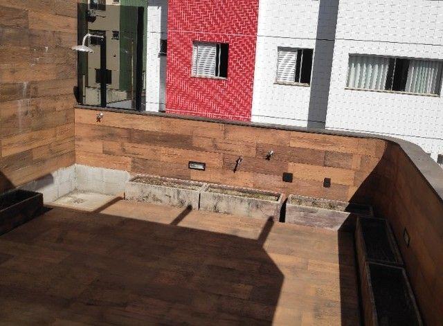 Apto Cobertura, suite e closed 3 quartos 3 banhos 2 salas área externa e 2 vagas cobertas - Foto 4