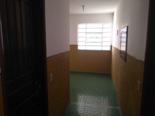 Vendo apartamento mobiliado, um dormitórios área central - Foto 3