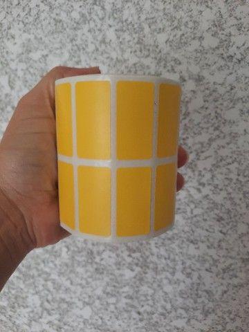 2 rolo etiqueta 50x30 (5x3) adesiva amarelo couche com 3.000 un por rolo. - Foto 2