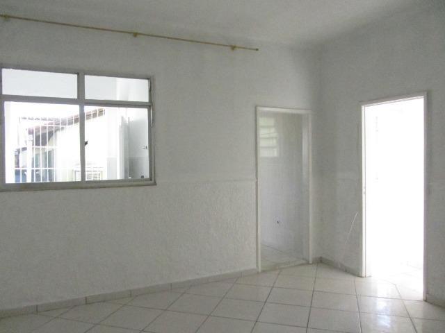 Apartamento tipo casa semi reformado em Rocha Miranda, Rua Santa Isaura