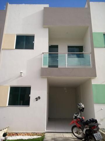 Aluga-se ou Vende-se duplex em condomínio fechado com 3/4 sendo 1 suíte
