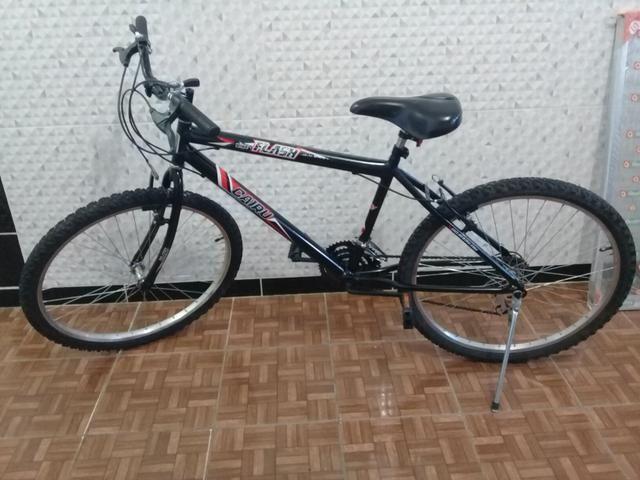 Bike Cairu Flash aro 26 c/marchas - Foto 6