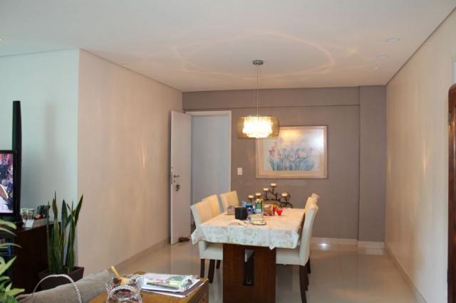 4 quartos, 2 suítes, varanda, elevador, 3 vagas livres, lazer e excelente localização.