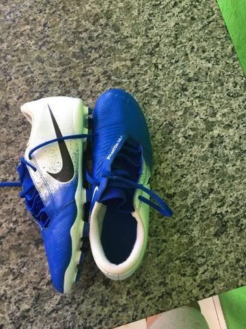 Chuteira Nike phantom venom trava - Foto 4