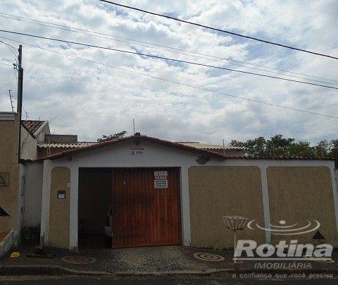 Casa à venda, 4 quartos, 1 suíte, 2 vagas, Residencial Gramado - Uberlândia/MG