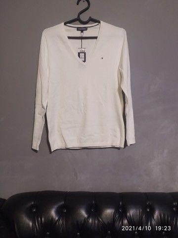 Suéter Tommy Hilfeger G mas veste M também mais soltinho ($150 retirando) - Foto 2
