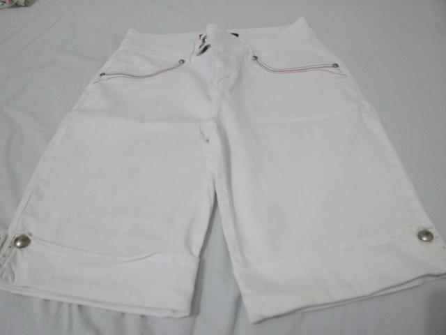Bermuda feminina branca tamanho 42 semi nova