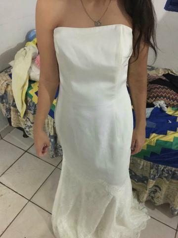 Vestido de noiva con aplicação de renda