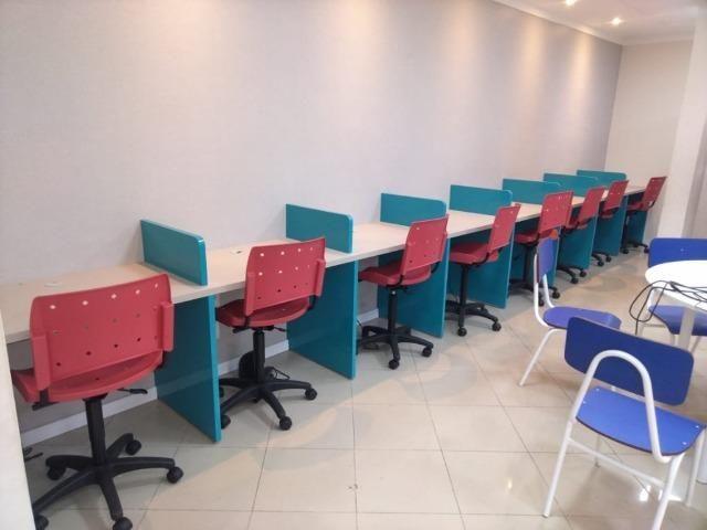 Cadeiras e movéis escolares