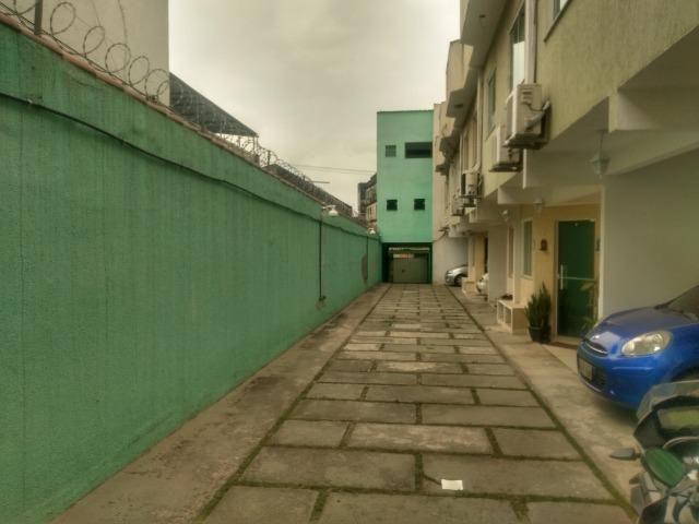 Tripléx 03 qtos 03 banh terraço garagem coberta churrasq. Centro Nilópolis RJ Ac carta! - Foto 16