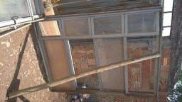 Vendo 5 janelas usadas feitas sob medida para comércio