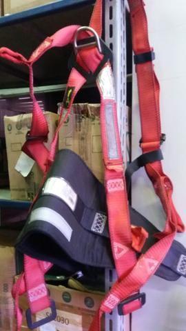 Cinturão paraquedista vendo por 70 reais