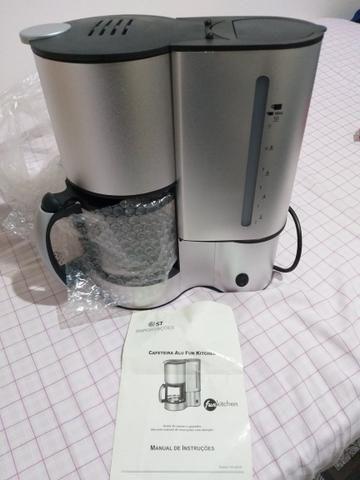 Cafeteira para até 10 xícaras, nunca foi usada