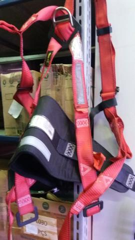 Cinturão paraquedista vendo por 70 reais - Foto 2