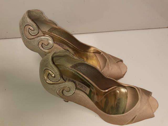 Vendo sapato de festa semi novo número 36 - Foto 2