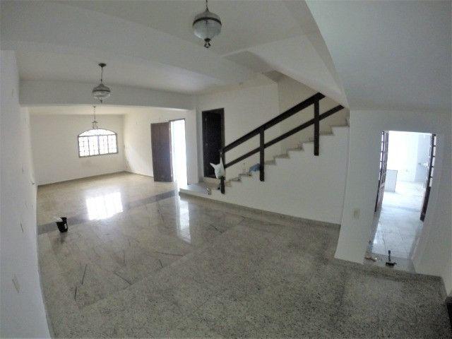 Alugo Casa Comercial / Residencial em Jucutuquara com 387m² e 5 quartos - R$ 5.000 - Foto 4
