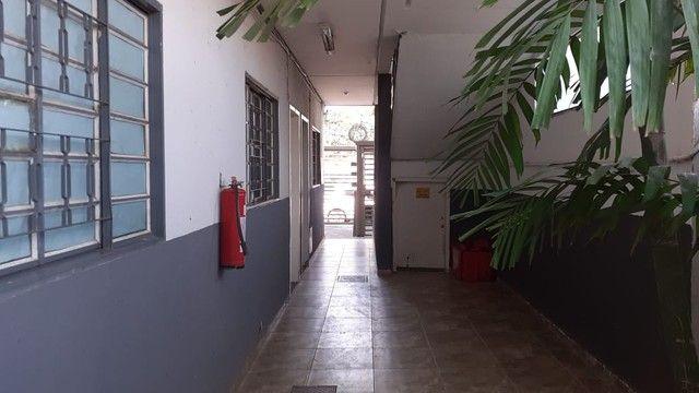Edifício residencial para venda possui 600 metros quadrados com 14 Kitnets - Foto 5