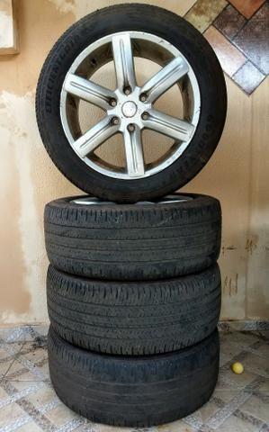 Rodas aro 20 com pneus em perfeito estado! obs: 6 furos para cameonete (99)991008722