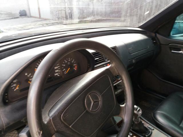 Vendo uma Mercedes c180 sedã ano 1996 - Foto 3