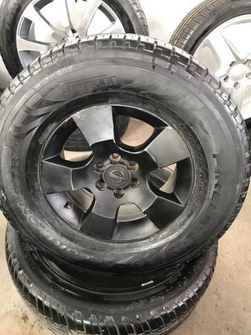 Rodas original Nissan Frontier 2007/2015 com pneus