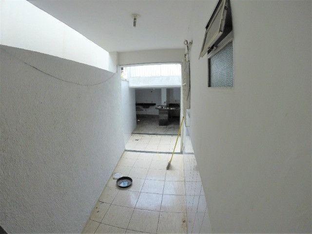 Alugo Casa Comercial / Residencial em Jucutuquara com 387m² e 5 quartos - R$ 5.000 - Foto 8