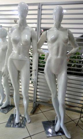 Manequim de fibra de vidro feminino