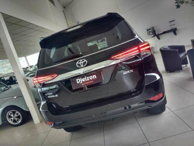 Toyota Hilux SW4 SW4 SRX 2.8 4X4 DIESEL 5 LUGARES 2017 - Foto 8
