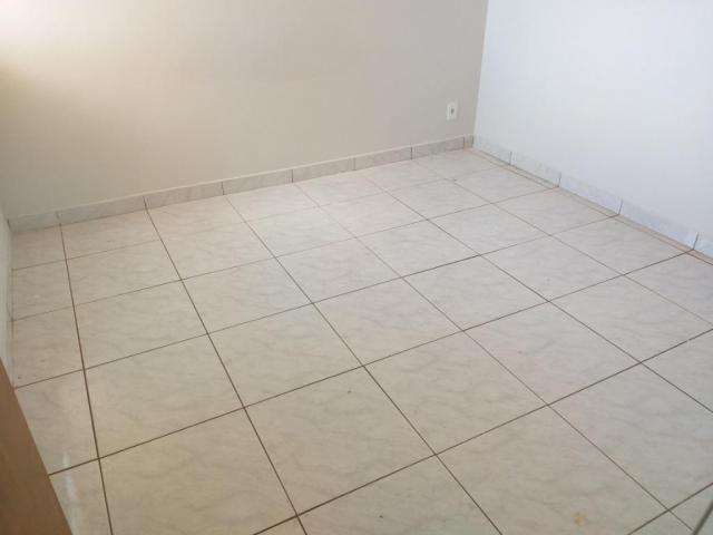 Apartamento com 3 dormitórios para alugar, 0 m² por R$ 700,00/mês - Estados Unidos - Ubera - Foto 9
