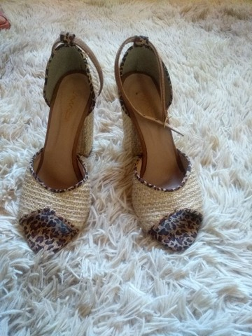 Vendo Sandálias em ótimo estado de conservação. - Foto 4
