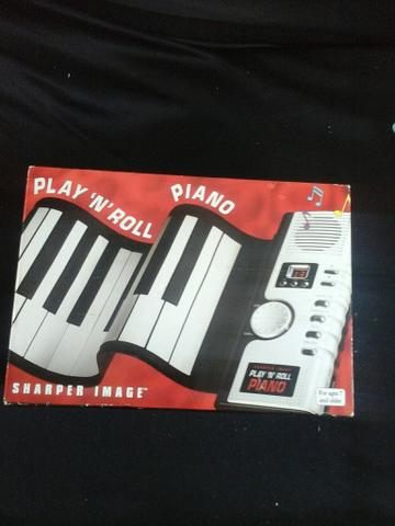 Play 'N' Roll piano