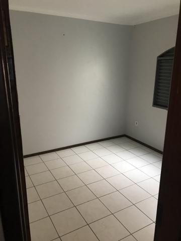 Alugo apartamento grande de 2 quartos