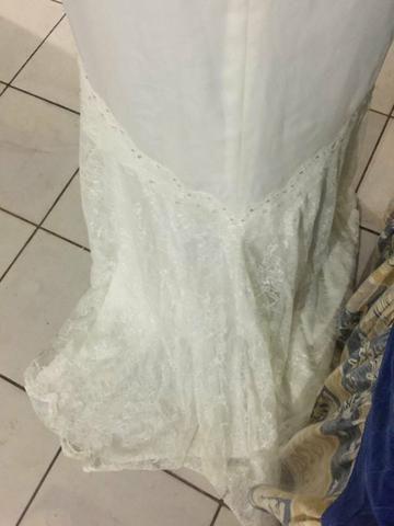 Vestido de noiva con aplicação de renda - Foto 3