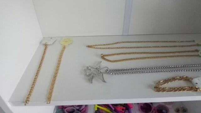 Acessórios de cor prata e dourado - Foto 5
