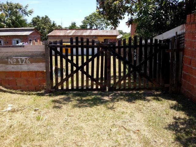 Vendo casa em ótima localização. Rua antes do antigo Val Querendo. Aberta a negociações.