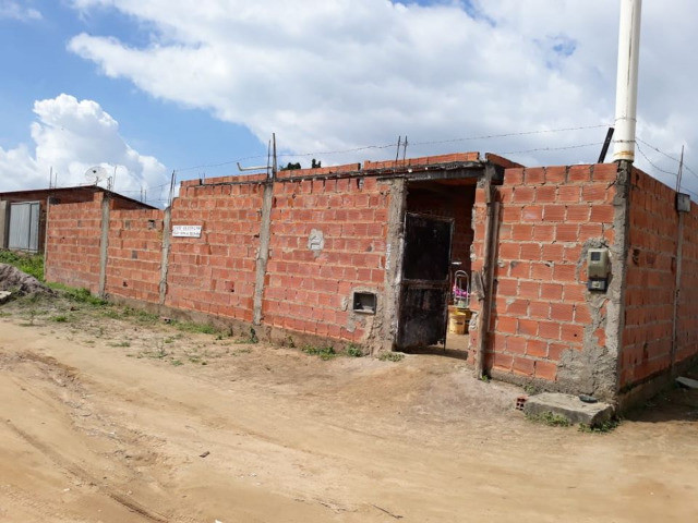 Vendo casa grande e barato em feira de santana, Bahia. sou do rio de Janeiro 55.000,00 - Foto 4