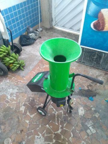 Triturador de galhos, troncos e resíduos