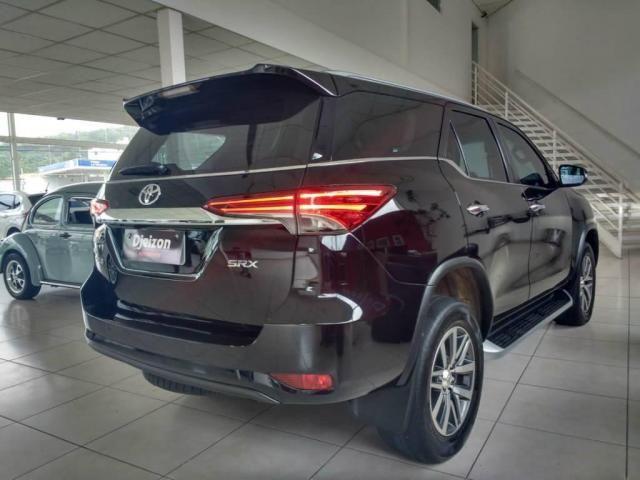 Toyota Hilux SW4 SW4 SRX 2.8 4X4 DIESEL 5 LUGARES 2017 - Foto 9