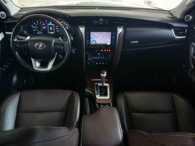 Toyota Hilux SW4 SW4 SRX 2.8 4X4 DIESEL 5 LUGARES 2017 - Foto 4