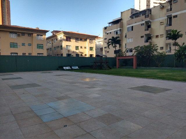 Apartamento Nascente no melhor do Bairro Meireles ao poucos metros da Beira Mar - Foto 8