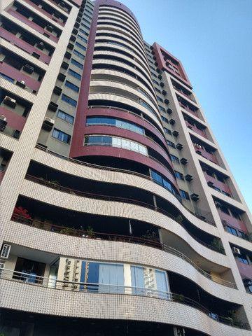 Apartamento Nascente no melhor do Bairro Meireles ao poucos metros da Beira Mar