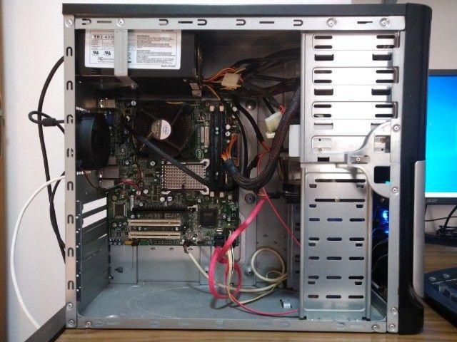 CPU Core 2 Quad 8400, placa mãe Intel, 4Gb RAM Kingston DDR2 800Mhz e 200Gb de HD