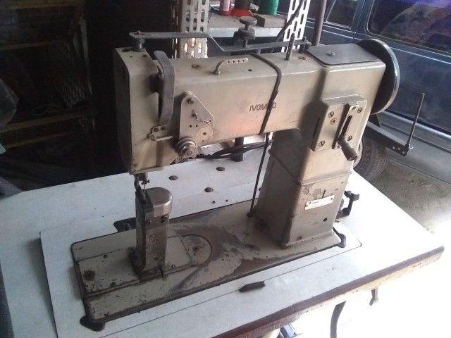 Máquinas de Costura Coluna Ivomaq