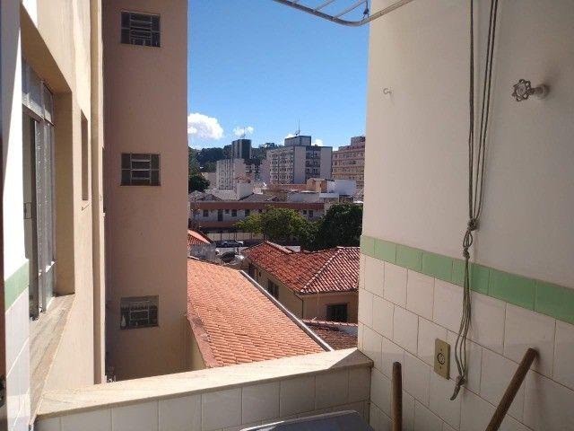 Vendo apartamento mobiliado, um dormitórios área central