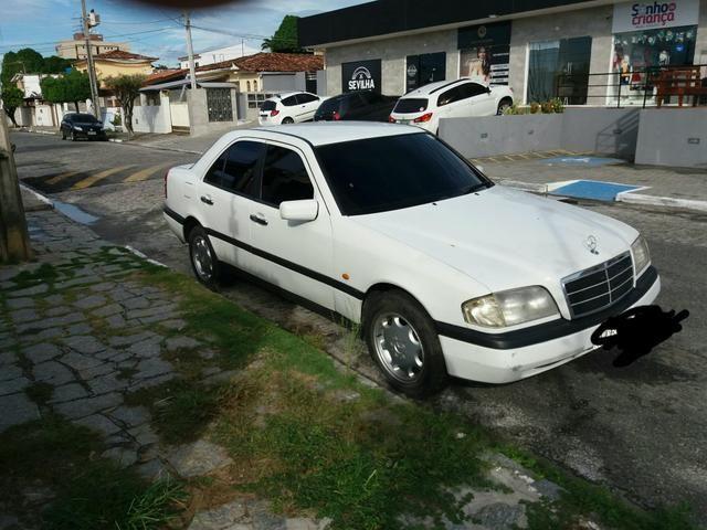 Vendo uma Mercedes c180 sedã ano 1996 - Foto 2