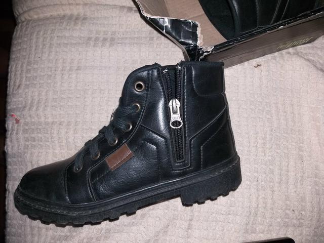 Vendo novinha bota p menino - Foto 2