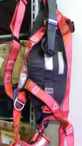 Cinturão paraquedista vendo por 70 reais - Foto 3