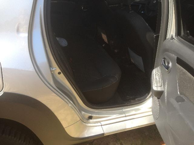 Hilux troca Renault oroch automática - Foto 2