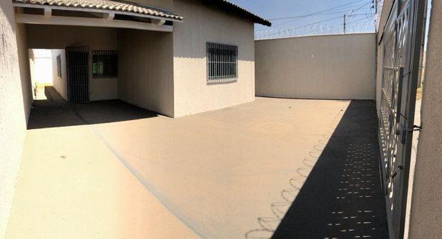 Linda Casa em Goiânia- 3 quartos - Lote Inteito e Amplo - Financia