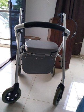 Vendo Andador 500 SL Confort .Indicadompara pessoas com dificuldade de locomoção.